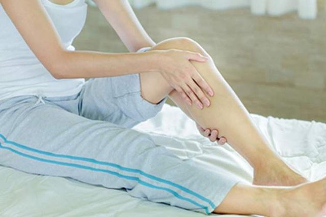 Không thể kiểm soát được 2 chân, lúc nào cũng có cảm giác muốn di chuyển: Hội chứng này ảnh hưởng đến sức khỏe thế nào? - Ảnh 1.