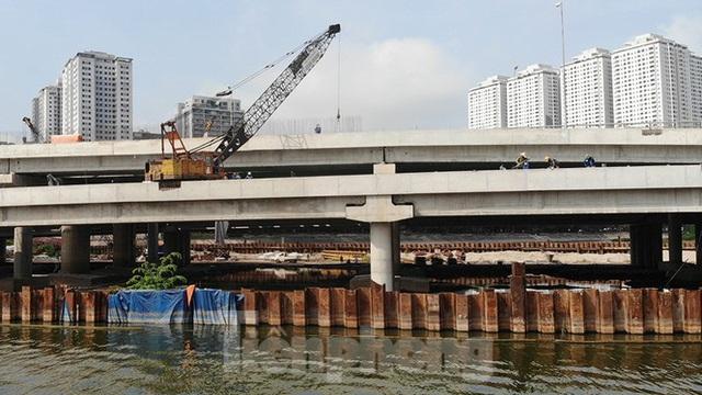 Cận cảnh cầu vượt hồ 314 tỷ đồng sắp hoàn thành ở Hà Nội - Ảnh 11.