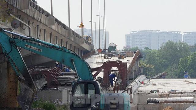 Cận cảnh cầu vượt hồ 314 tỷ đồng sắp hoàn thành ở Hà Nội - Ảnh 12.