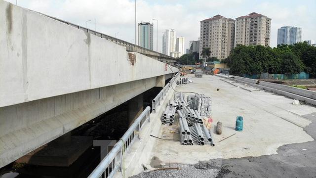 Cận cảnh cầu vượt hồ 314 tỷ đồng sắp hoàn thành ở Hà Nội - Ảnh 4.