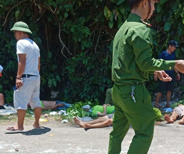 [Ảnh] Hiện trường vụ tai nạn khiến 9 người tử vong ở Quảng Bình, người tử vong, người bị thương nằm la liệt - Ảnh 5.