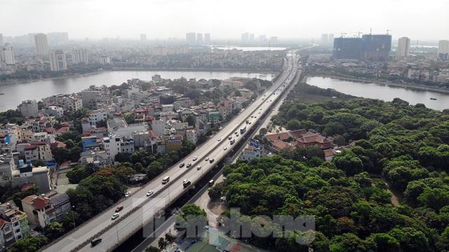 Cận cảnh cầu vượt hồ 314 tỷ đồng sắp hoàn thành ở Hà Nội - Ảnh 7.