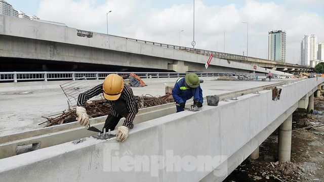 Cận cảnh cầu vượt hồ 314 tỷ đồng sắp hoàn thành ở Hà Nội - Ảnh 8.