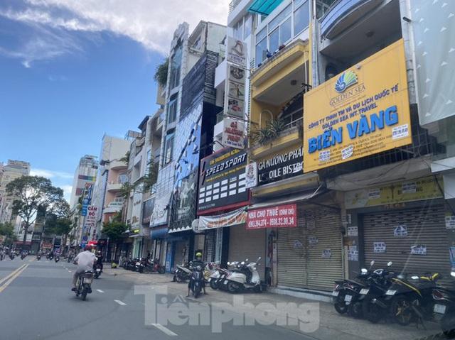 Nhà phố tiền tỷ thi nhau đóng cửa, treo biển cho thuê ở trung tâm Sài Gòn - Ảnh 13.