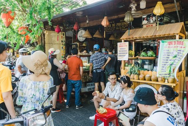 Bà chủ tiệm Bánh mì Phượng nói về 20 năm khiến bạn bè quốc tế ca ngợi ẩm thực Việt, nhưng khi thành công thì vô vàn điều tiếng ôi sao lại Tây hóa chiếc bánh của quê hương!? - Ảnh 14.