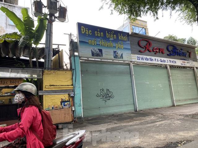 Nhà phố tiền tỷ thi nhau đóng cửa, treo biển cho thuê ở trung tâm Sài Gòn - Ảnh 22.