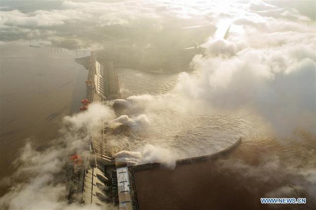 Mưa lớn tiếp tục trút xuống, đập Tam Hiệp đón đỉnh lũ thứ 3 - Ảnh 1.