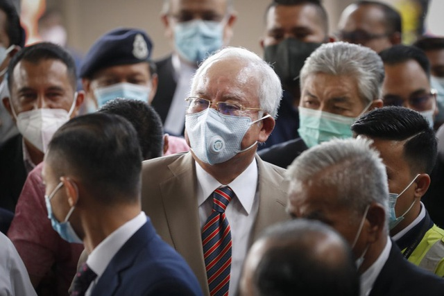 Cựu Thủ tướng Malaysia Najib lãnh 7 tội danh trong đại án 1MDB - Ảnh 1.