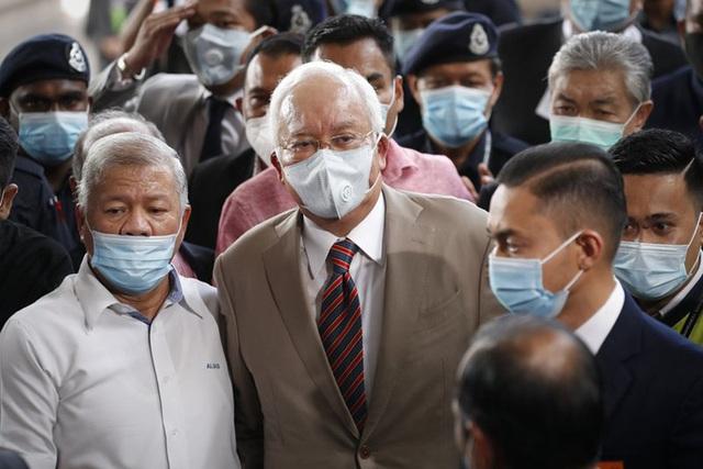 Cựu Thủ tướng Malaysia Najib lãnh 7 tội danh trong đại án 1MDB - Ảnh 2.