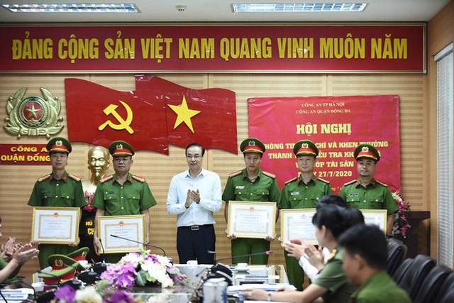 Vụ cướp ngân hàng ở Hà Nội: Trưởng phòng giao dịch bị dí súng vào đầu đe dọa - Ảnh 2.