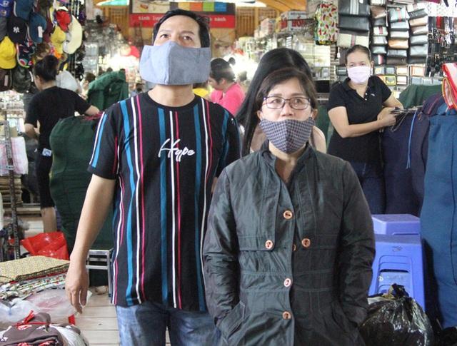 Người dân TP HCM kích hoạt thói quen mang khẩu trang  - Ảnh 8.