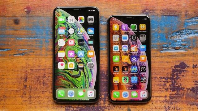 iPhone XS, iPhone 11 Pro Max,... ngày càng rẻ, cửa hàng tung chiêu tặng kèm Airpods và Apple Watch để kích cầu - Ảnh 1.