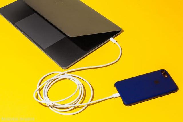 Đây là lý do tại sao điện thoại của bạn sạc quá lâu và cách để khắc phục vấn đề hoàn toàn - Ảnh 1.