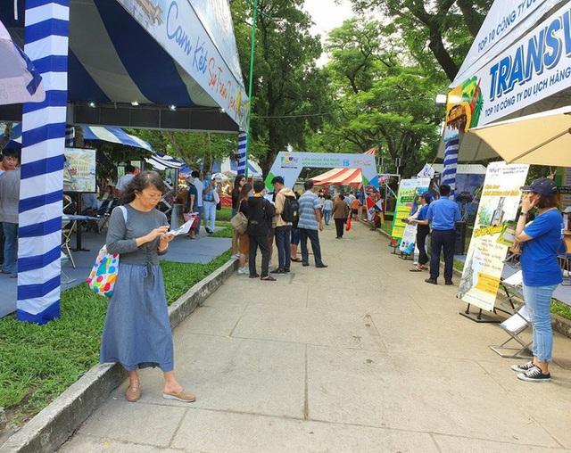 Hàng loạt tour đi Phú Quốc, Nha Trang, Hà Nội… bị hủy vì lo ngại Covid-19 - Ảnh 1.
