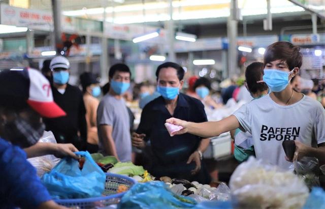 Chùm ảnh: Tất cả hàng quán ở Đà Nẵng chính thức đóng cửa, ngưng cả bán mang về từ 13 giờ chiều nay - Ảnh 14.