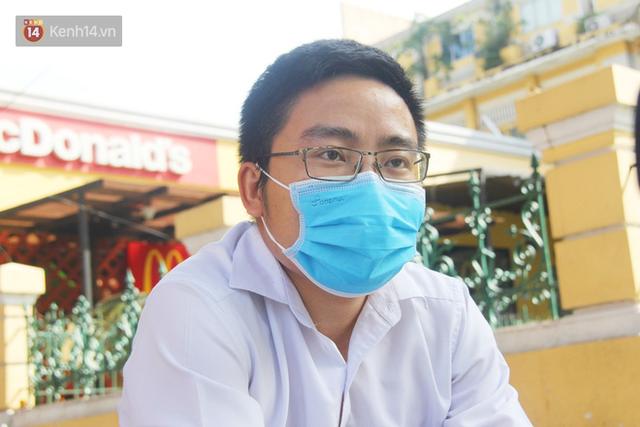Người Sài Gòn nhắc nhau đeo khẩu trang nơi công cộng, bình tĩnh khi có ca nhiễm mới: Có chung tay thì mới đẩy lùi được dịch bệnh - Ảnh 15.