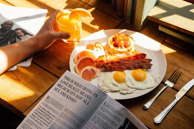 Đừng bao giờ ăn 6 loại thực phẩm này vào buổi sáng khi bụng rỗng vì có thể gây hại cho nhiều cơ quan trong cơ thể, đặc biệt là dạ dày, gan, thận - Ảnh 3.