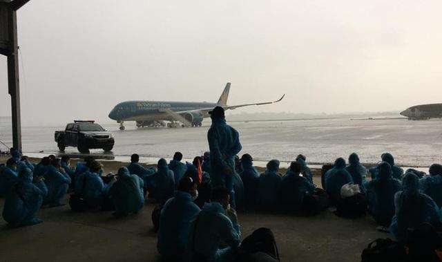 Tiếp viên trưởng kể về những tín hiệu SOS trên chuyến bay đón đồng bào ở Guinea Xích đạo - Ảnh 3.