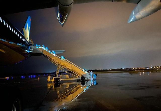 Tiếp viên trưởng kể về những tín hiệu SOS trên chuyến bay đón đồng bào ở Guinea Xích đạo - Ảnh 4.
