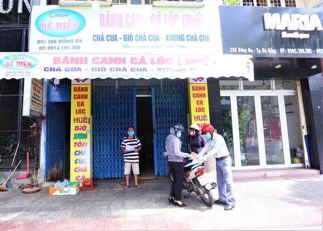 Chùm ảnh: Tất cả hàng quán ở Đà Nẵng chính thức đóng cửa, ngưng cả bán mang về từ 13 giờ chiều nay - Ảnh 7.
