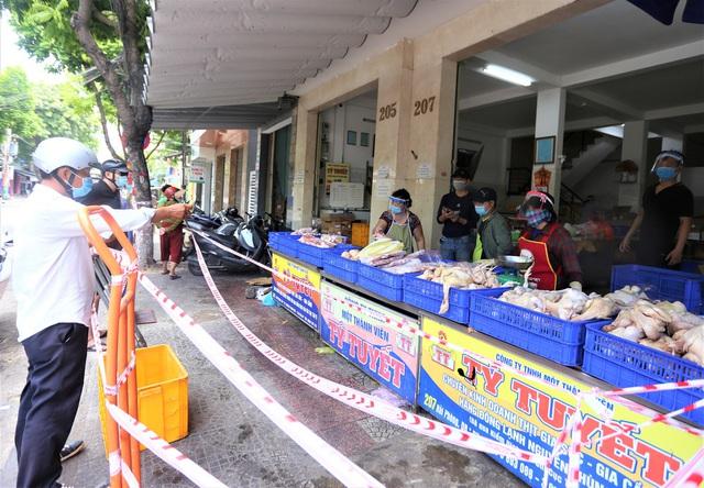 Chùm ảnh: Tất cả hàng quán ở Đà Nẵng chính thức đóng cửa, ngưng cả bán mang về từ 13 giờ chiều nay - Ảnh 9.
