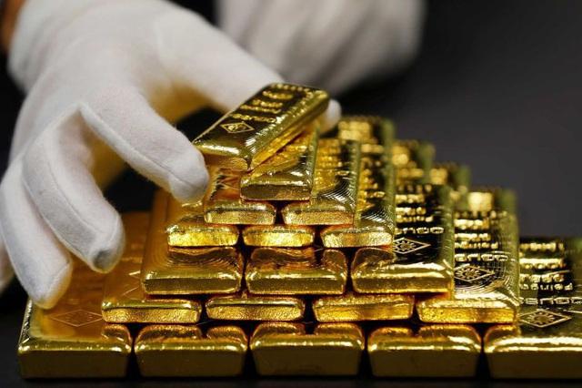 """Tránh rủi ro, người dân tìm đến vàng để """"trú ẩn"""" an toàn - Ảnh 1."""