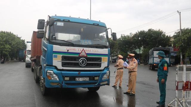 Lập 8 chốt kiểm soát người và phương tiện ra vào Đà Nẵng - Ảnh 4.