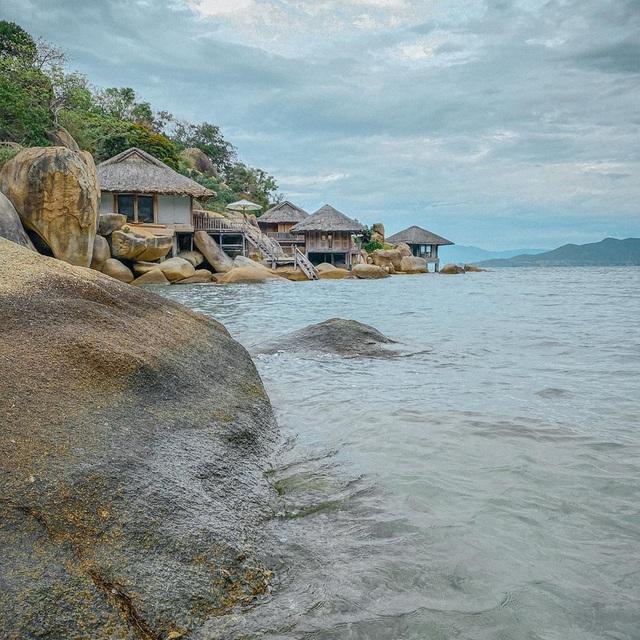"""Vịnh Ninh Vân - vùng biển được nhiều ngôi sao """"săn đón"""" nhất Việt Nam hè 2020: Thiên đường của sự bình yên tột cùng - Ảnh 13."""