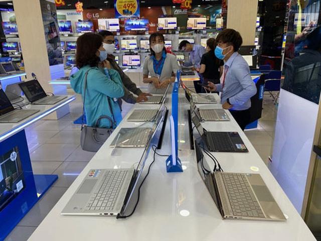 Laptop ế vẫn tăng giá  - Ảnh 1.