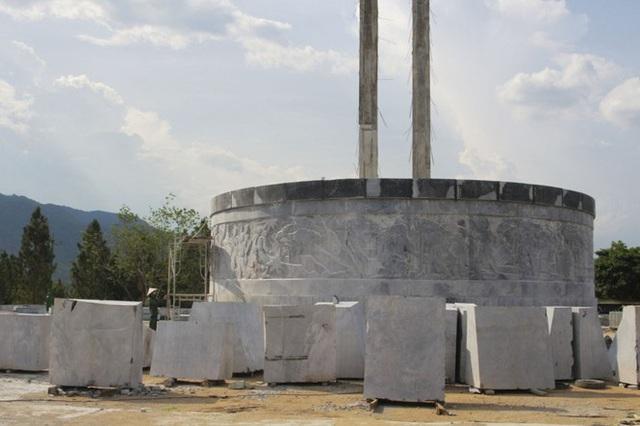Huyện miền núi Bình Định gấp rút hoàn thành tượng đài 48 tỷ đồng - Ảnh 1.