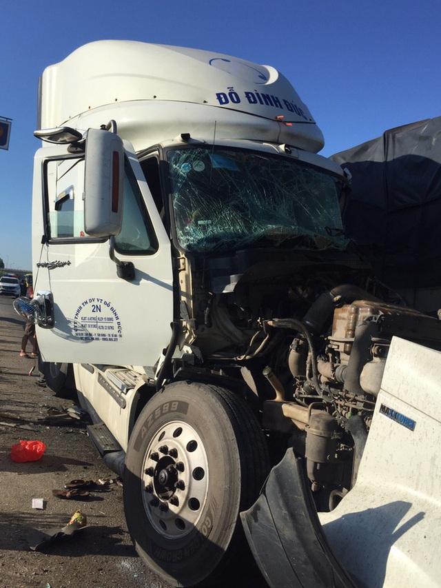 Xe tải đối đầu với xe container trên quốc lộ khiến 1 người chết, 2 người bị thương - Ảnh 2.