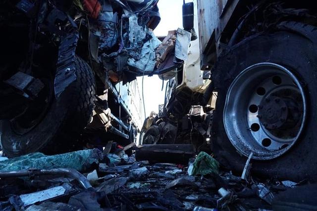 Xe tải đối đầu với xe container trên quốc lộ khiến 1 người chết, 2 người bị thương - Ảnh 4.