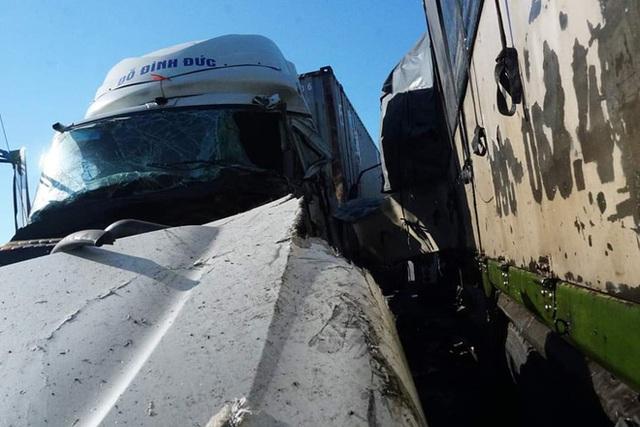 Xe tải đối đầu với xe container trên quốc lộ khiến 1 người chết, 2 người bị thương - Ảnh 7.