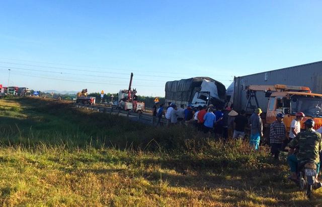 Xe tải đối đầu với xe container trên quốc lộ khiến 1 người chết, 2 người bị thương - Ảnh 9.
