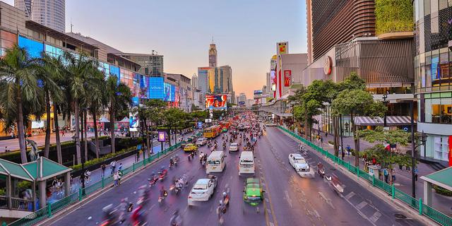 Cùng ngăn chặn thành công Covid-19, vì sao IMF đánh giá triển vọng kinh tế của Thái Lan xấu hơn nhiều so với Việt Nam? - Ảnh 2.