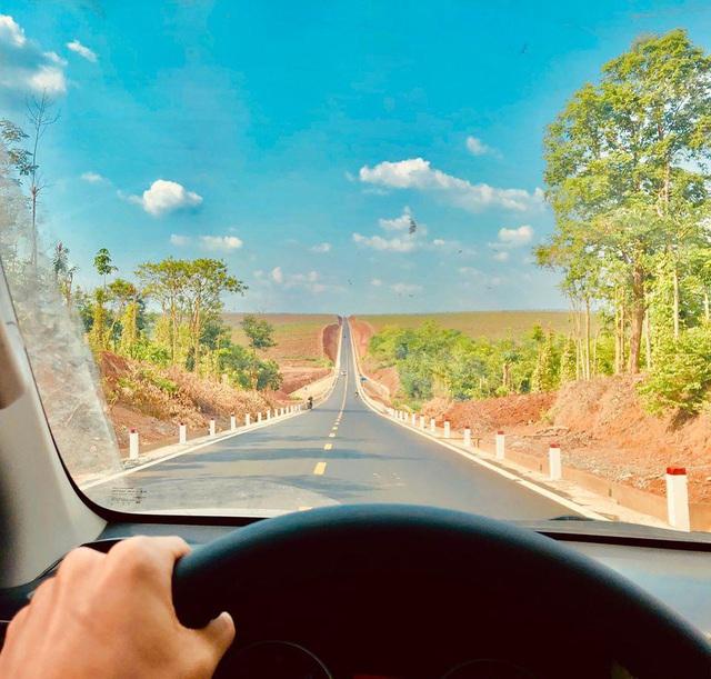 Con đường dựng thẳng đứng đến chân trời ở Tây Nguyên khiến dân mạng trầm trồ vì quá phiêu lưu và đẹp đẽ - Ảnh 2.