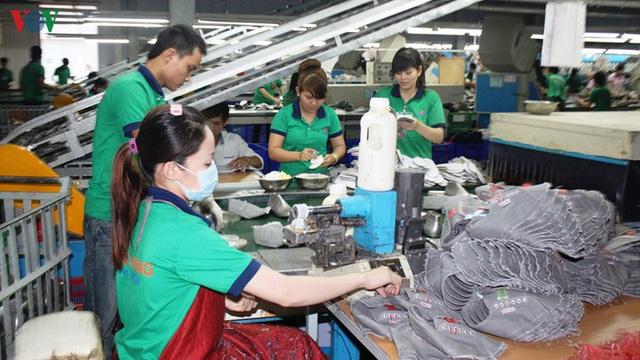 Kiến nghị không thu thuế TNCN khoản tiền DN hỗ trợ người lao động - Ảnh 1.