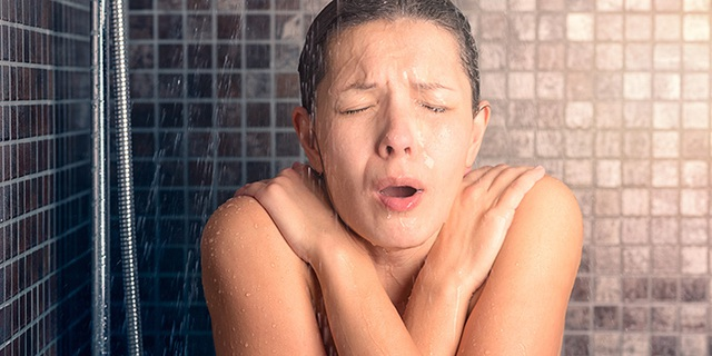 Nắng nóng oi bức, những nhóm người này không nên uống nước lạnh kẻo sốc nhiệt nguy hiểm đến tính mạng - Ảnh 3.