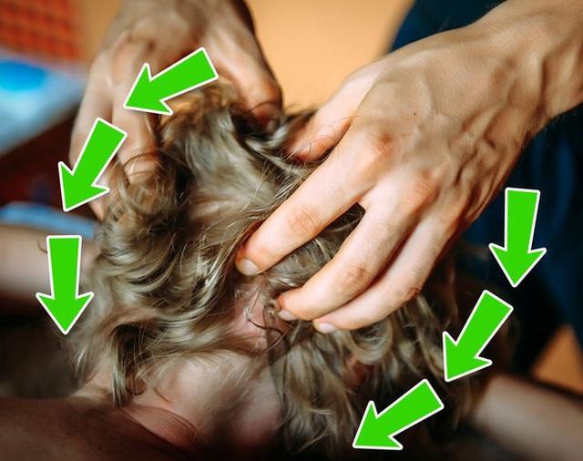 Sau mỗi ngày làm việc căng thẳng và kiệt sức, đây chính là 5 động tác massage để lấy lại sinh lực ai cũng cần làm - Ảnh 3.