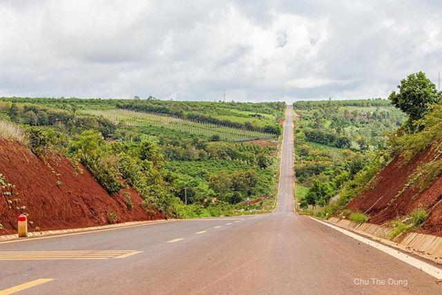 Con đường dựng thẳng đứng đến chân trời ở Tây Nguyên khiến dân mạng trầm trồ vì quá phiêu lưu và đẹp đẽ - Ảnh 6.
