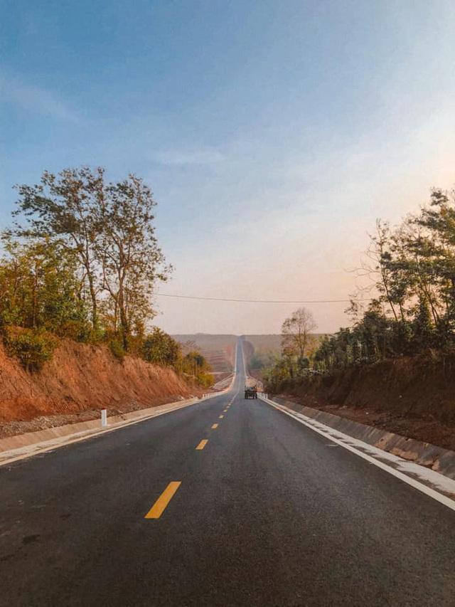 Con đường dựng thẳng đứng đến chân trời ở Tây Nguyên khiến dân mạng trầm trồ vì quá phiêu lưu và đẹp đẽ - Ảnh 8.
