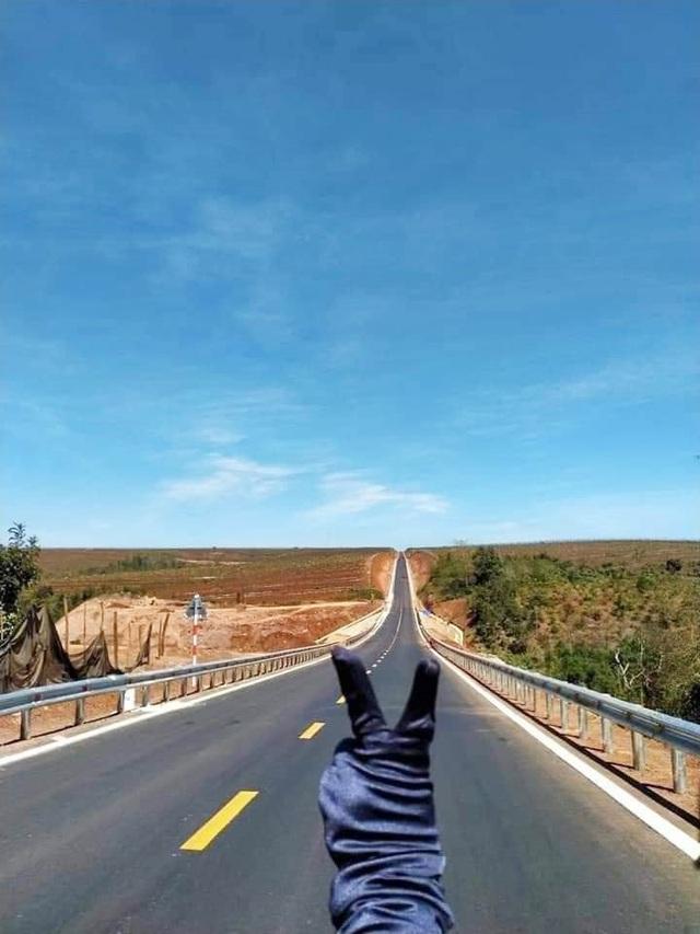 Con đường dựng thẳng đứng đến chân trời ở Tây Nguyên khiến dân mạng trầm trồ vì quá phiêu lưu và đẹp đẽ - Ảnh 9.