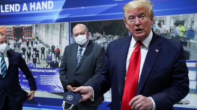 Đây là cách những chiếc khẩu trang ám ảnh Tổng thống Trump và đe dọa tương lai chính trị của ông chủ Nhà Trắng - Ảnh 1.
