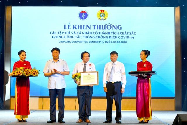 Vinpearl, Vietnam Airlines tặng 5.000 kỳ nghỉ 5 sao trọn gói tri ân lực lượng y tế tuyến đầu - Ảnh 2.