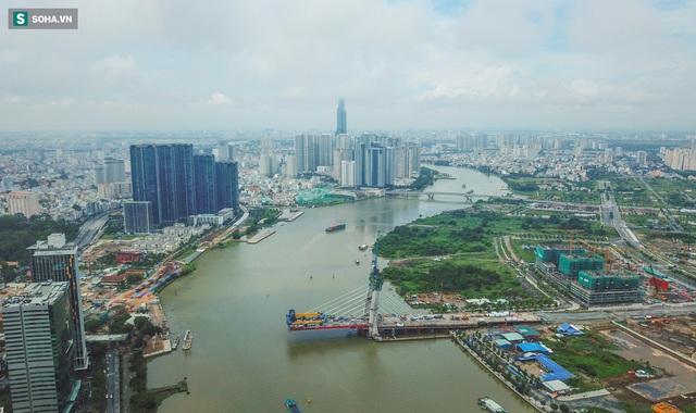 Cầu Thủ Thiêm 2 vươn mình ra sông Sài Gòn, lộ hình dáng khi nhìn từ trên cao - Ảnh 1.