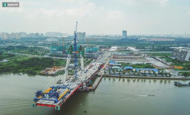 Cầu Thủ Thiêm 2 vươn mình ra sông Sài Gòn, lộ hình dáng khi nhìn từ trên cao - Ảnh 2.