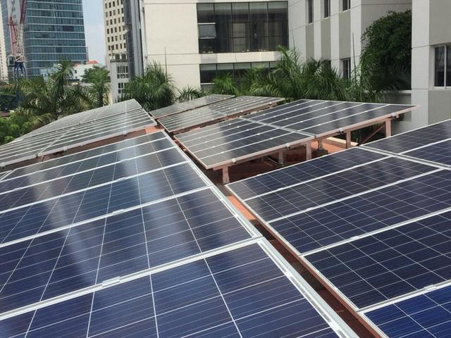 Nhập nhèm điện mặt trời mái nhà với nối lưới để hưởng giá cao - Ảnh 1.