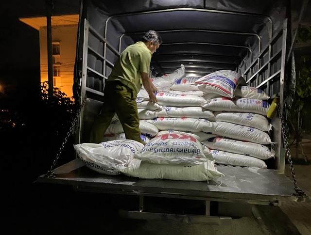 Tạm giữ 4.000kg đường cát Thái Lan không có hóa đơn, chứng từ - Ảnh 1.