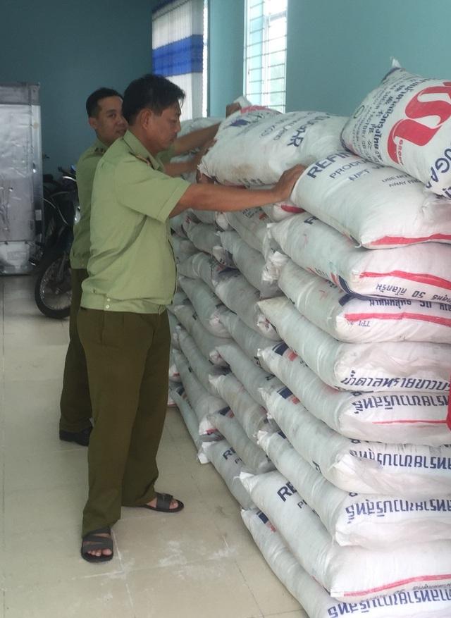 Tạm giữ 4.000kg đường cát Thái Lan không có hóa đơn, chứng từ - Ảnh 2.
