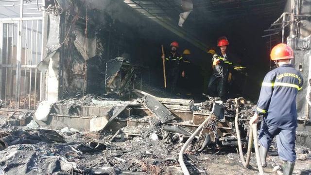 Cửa hàng thời trang Hàn Quốc cháy kinh hoàng giữa trung tâm TP Huế - Ảnh 3.